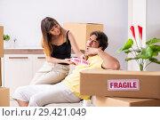 Купить «Young couple moving to new flat with fragile things», фото № 29421049, снято 5 июля 2018 г. (c) Elnur / Фотобанк Лори