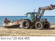 Купить «Local fishermen having their fishing boat hauled up onto the beach after having been out fishing, Monte Gordo, Algarve, Portugal.», фото № 29424405, снято 7 октября 2018 г. (c) age Fotostock / Фотобанк Лори