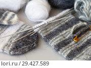 Купить «Needlework. Hand knitting of warm mittens from woolen yarn. Process of knitting thumb», фото № 29427589, снято 28 октября 2017 г. (c) Виктория Катьянова / Фотобанк Лори