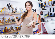 Woman holding desired shoe. Стоковое фото, фотограф Яков Филимонов / Фотобанк Лори