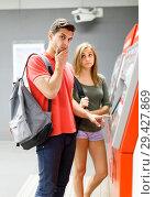 Купить «Couple is buying tickets and moving around the city», фото № 29427869, снято 14 июня 2018 г. (c) Яков Филимонов / Фотобанк Лори