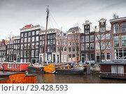 Canal coast view, Amsterdam, Netherlands (2017 год). Стоковое фото, фотограф EugeneSergeev / Фотобанк Лори