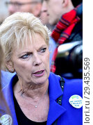 Купить «Anna Soubry MP (Con: Broxtowe) backstage before speaking at the People's Vote March in support of a second Brexit referendum, London, 20th October 2018.», фото № 29435569, снято 20 октября 2018 г. (c) age Fotostock / Фотобанк Лори