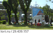 Купить «Mobile receiving point of waste recycling. environmental movement RAZdelniy sbor», видеоролик № 29439157, снято 2 июня 2018 г. (c) Ирина Мойсеева / Фотобанк Лори