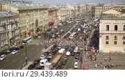 Купить «Aerial view of pedestrian crossing of Ligovsky prospect, Moscow railway station», видеоролик № 29439489, снято 8 августа 2018 г. (c) Ирина Мойсеева / Фотобанк Лори