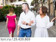 Купить «Angry female is jealousying because her boyfriend is staring on stranger girl», фото № 29439869, снято 18 октября 2017 г. (c) Яков Филимонов / Фотобанк Лори