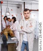 Купить «Focused guy in escape room with traces of blood», фото № 29440045, снято 8 октября 2018 г. (c) Яков Филимонов / Фотобанк Лори