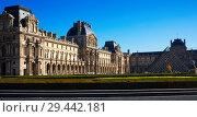 Купить «Panorama of Louvre Palace courtyard with pyramid», фото № 29442181, снято 10 октября 2018 г. (c) Яков Филимонов / Фотобанк Лори