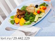 Купить «Salad with roasted chicken hearts», фото № 29442229, снято 19 июня 2019 г. (c) Яков Филимонов / Фотобанк Лори