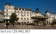 Купить «Place du Martroi with carousel, Orleans», фото № 29442361, снято 9 октября 2018 г. (c) Яков Филимонов / Фотобанк Лори