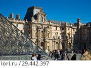Купить «View of Louvre art gallery and Museum Paris, famous landmark in France», фото № 29442397, снято 10 октября 2018 г. (c) Яков Филимонов / Фотобанк Лори
