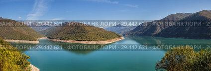 Купить «Panoramic view of Zhinvali reservoir on Aragvi River, Georgia. Scenic landscape in autumn sunny day», фото № 29442621, снято 24 сентября 2018 г. (c) Юлия Бабкина / Фотобанк Лори