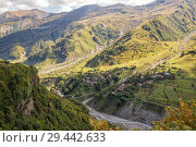 Scenic view from Georgian Military Road to village on mountainside and valley of Aragvi River (2018 год). Стоковое фото, фотограф Юлия Бабкина / Фотобанк Лори