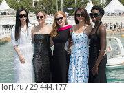 Купить «71st annual Cannes Film Festival - 355 - Photocall Featuring: Fan Bing Bing, Marion Cotillard, Jessica Chastain, Penelope Cruz, Lupita Nyong'o Where: Cannes...», фото № 29444177, снято 10 мая 2018 г. (c) age Fotostock / Фотобанк Лори