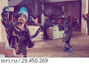 Купить «Man in blue mask is making selfie on battlefield», фото № 29450269, снято 10 июля 2017 г. (c) Яков Филимонов / Фотобанк Лори
