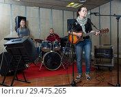 Купить «Repetition of music garage band», фото № 29475265, снято 26 октября 2018 г. (c) Яков Филимонов / Фотобанк Лори
