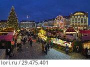 Штрицельмаркт в Дрездене - старейший рождественский базар Германии (2017 год). Редакционное фото, фотограф Михаил Марковский / Фотобанк Лори