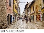 Купить «Пешеходная улочка в исторической части города Пореча в Хорватии», фото № 29475589, снято 3 сентября 2012 г. (c) Солодовникова Елена / Фотобанк Лори