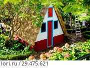 Купить «Фуншал. Мадейра. Португалия. Традиционный треугольный домик.», фото № 29475621, снято 6 декабря 2013 г. (c) Галина Савина / Фотобанк Лори