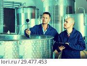 Купить «experts men standing with clipboard», фото № 29477453, снято 19 января 2019 г. (c) Яков Филимонов / Фотобанк Лори