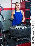 Купить «Mechanic working on car wheel», фото № 29477541, снято 19 сентября 2019 г. (c) Яков Филимонов / Фотобанк Лори