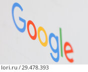 Купить «Логотип поисковой системы Google на экране планшета крупным планом», фото № 29478393, снято 26 ноября 2018 г. (c) Екатерина Овсянникова / Фотобанк Лори