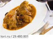 Купить «Pork knuckles and mushrooms in gravy», фото № 29480801, снято 16 октября 2018 г. (c) Яков Филимонов / Фотобанк Лори