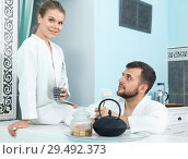 Купить «Couple drinking tea in spa center», фото № 29492373, снято 24 апреля 2018 г. (c) Яков Филимонов / Фотобанк Лори