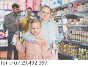 Купить «Two small sisters holding bottled water», фото № 29492397, снято 20 января 2018 г. (c) Яков Филимонов / Фотобанк Лори