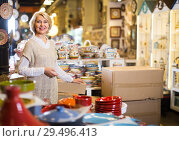 Купить «woman buying ceramic ware», фото № 29496413, снято 31 октября 2016 г. (c) Яков Филимонов / Фотобанк Лори