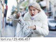 Купить «Adult female is having problem because her wallet was stolen», фото № 29496457, снято 21 декабря 2017 г. (c) Яков Филимонов / Фотобанк Лори