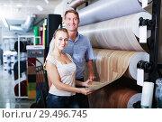 Couple choosing linoleum in store. Стоковое фото, фотограф Яков Филимонов / Фотобанк Лори
