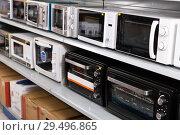 Купить «Image of assortment of a kitchen microwave at household appliances store», фото № 29496865, снято 1 марта 2018 г. (c) Яков Филимонов / Фотобанк Лори
