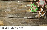 Купить «Falling snow with Christmas cookies», видеоролик № 29497761, снято 11 июля 2020 г. (c) Wavebreak Media / Фотобанк Лори