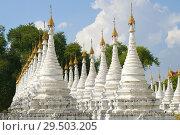 Купить «Ряды белых ступ Сандамуни пагоды солнечным днем. Мандалай, Мьянма (Бирма)», фото № 29503205, снято 19 декабря 2016 г. (c) Виктор Карасев / Фотобанк Лори