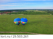 Взлет двух воздушных шаров. Стоковое фото, фотограф Дмитрий Воробьев / Фотобанк Лори