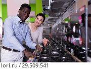 Купить «Smiling couple chooses cooktop in store», фото № 29509541, снято 21 февраля 2018 г. (c) Яков Филимонов / Фотобанк Лори