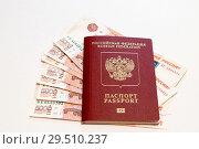 Купить «Российский загранпаспорт лежит на деньгах», фото № 29510237, снято 2 декабря 2018 г. (c) Игорь Тарасов / Фотобанк Лори