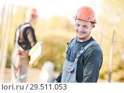 Купить «construction worker at building area preparing concrete works», фото № 29511053, снято 12 октября 2018 г. (c) Дмитрий Калиновский / Фотобанк Лори