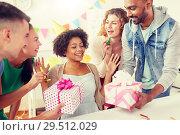 Купить «team greeting colleague at office birthday party», фото № 29512029, снято 3 сентября 2017 г. (c) Syda Productions / Фотобанк Лори