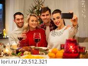 Купить «friends taking selfie at christmas dinner», фото № 29512321, снято 17 декабря 2017 г. (c) Syda Productions / Фотобанк Лори