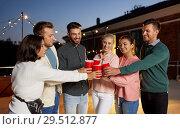 Купить «friends clinking party cups on rooftop at night», фото № 29512877, снято 2 сентября 2018 г. (c) Syda Productions / Фотобанк Лори