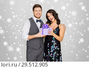 Купить «happy couple with christmas gift», фото № 29512905, снято 15 декабря 2017 г. (c) Syda Productions / Фотобанк Лори
