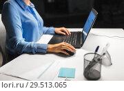 Купить «close up of businesswoman using computer mouse», фото № 29513065, снято 3 января 2018 г. (c) Syda Productions / Фотобанк Лори