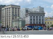 Вид на Театральный проезд в Москве, Россия (2018 год). Редакционное фото, фотограф Елена Коромыслова / Фотобанк Лори
