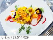 Купить «Fresh tuna tartare with avocado and mango», фото № 29514029, снято 15 ноября 2019 г. (c) Яков Филимонов / Фотобанк Лори