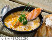 Купить «Creamy soup with salmon with baguette», фото № 29523293, снято 24 января 2019 г. (c) Яков Филимонов / Фотобанк Лори