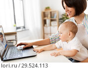 Купить «mother with baby having video chat with doctor», фото № 29524113, снято 12 мая 2018 г. (c) Syda Productions / Фотобанк Лори
