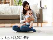Купить «happy young mother with little baby at home», фото № 29524489, снято 23 февраля 2018 г. (c) Syda Productions / Фотобанк Лори