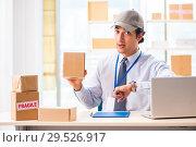 Купить «Male employee working in box delivery relocation service», фото № 29526917, снято 24 июля 2018 г. (c) Elnur / Фотобанк Лори